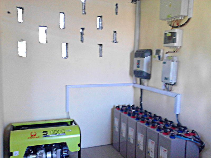 Installation électrique, groupe et batteries