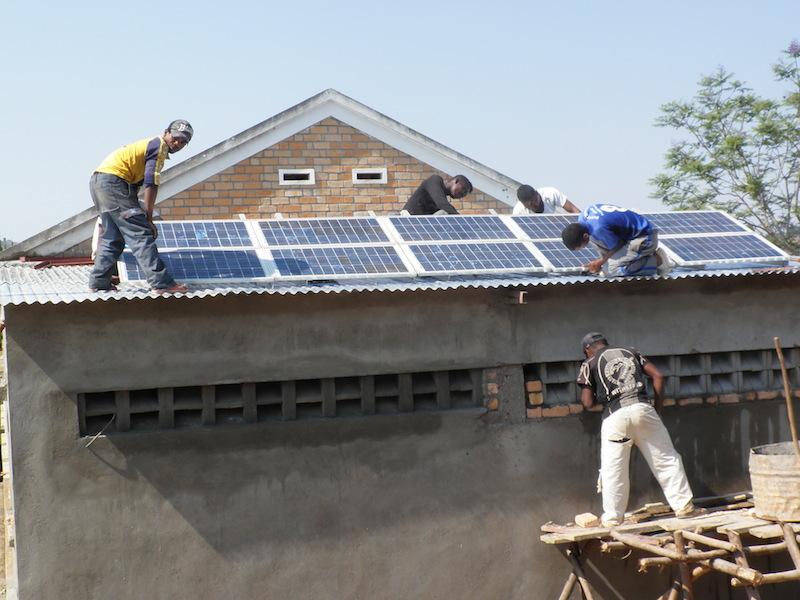Mise en place panneaux solaire Madagascar