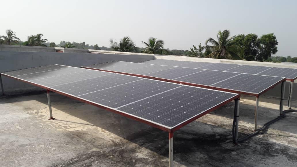 Électrification solaire pour une maison au Bénin