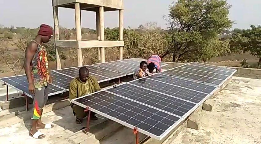 Système solaire autonome pour l'électrification d'une pompe à eau au Bénin