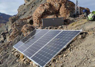 panneaux-solaires-relai-telecom-2