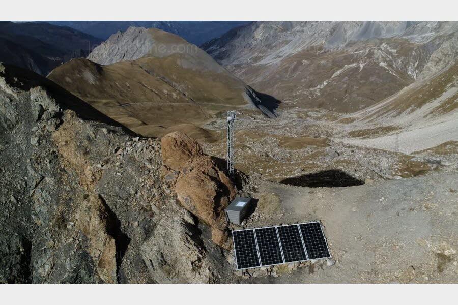 Système solaire autonome pour relai télécom à très haute altitude